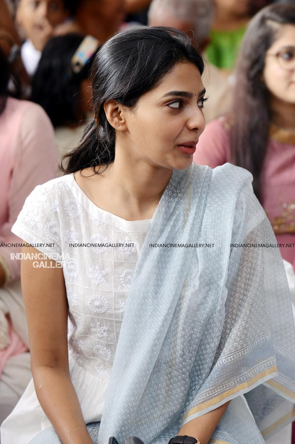 Aishwarya Lekshmi at Brothers Day movie pooja (10)