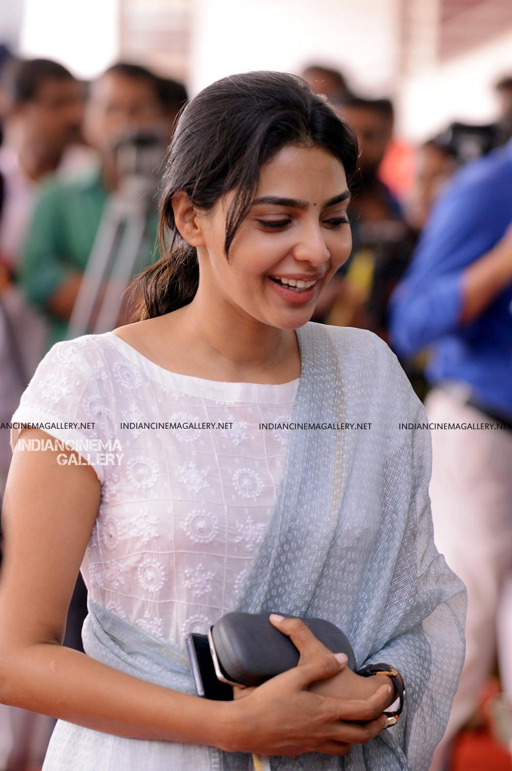 Aishwarya Lekshmi at Brothers Day movie pooja (13)