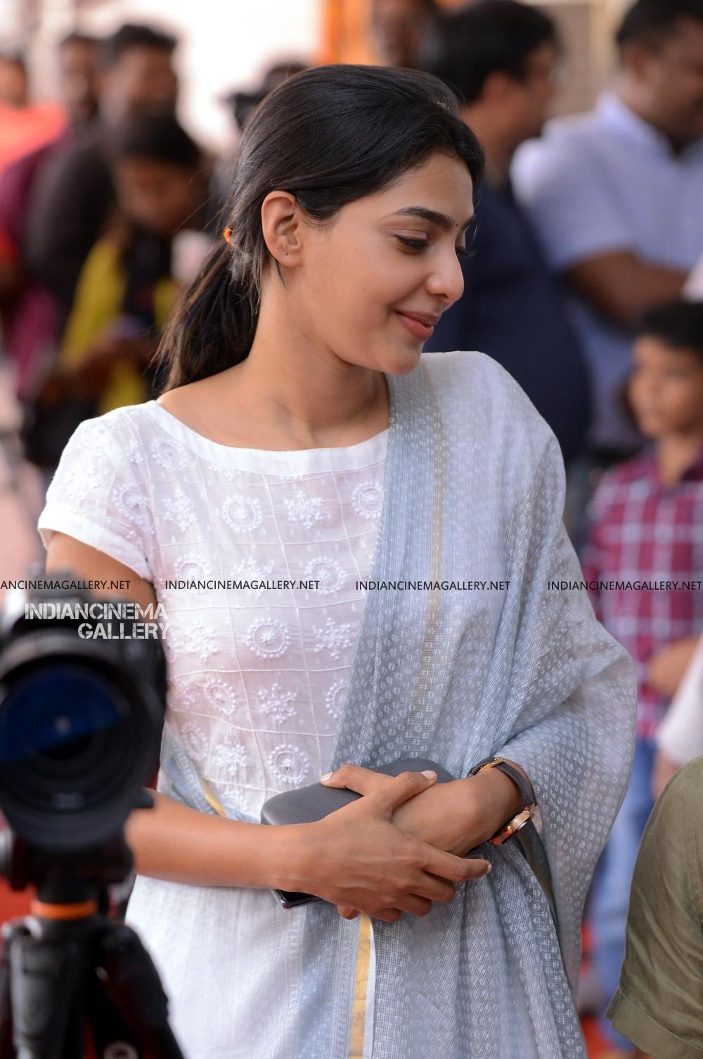 Aishwarya Lekshmi at Brothers Day movie pooja (14)