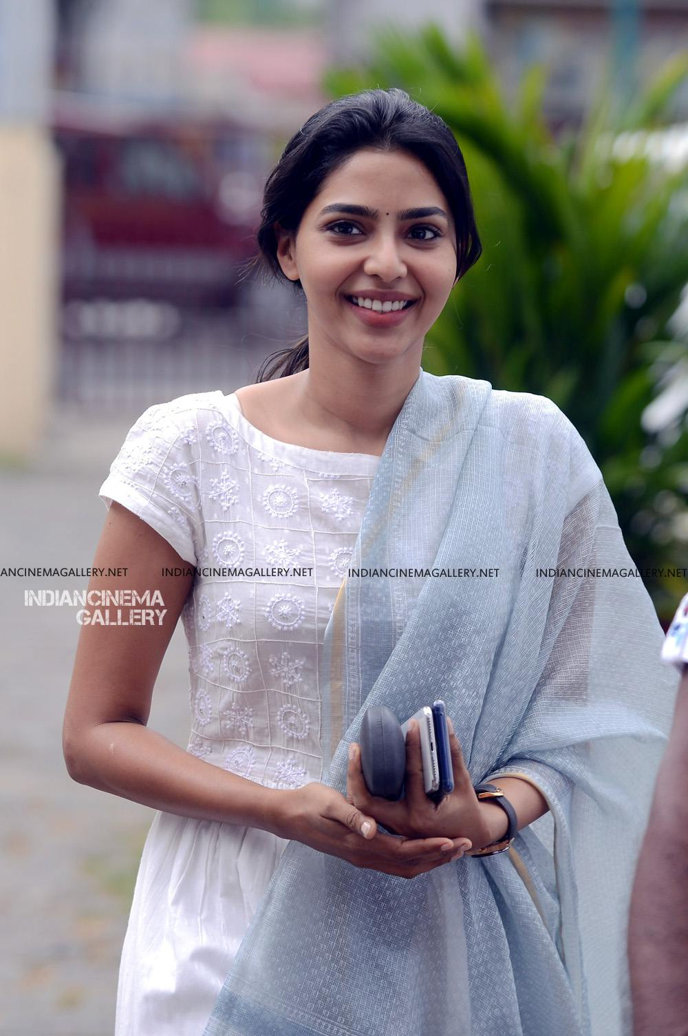 Aishwarya Lekshmi at Brothers Day movie pooja (4)
