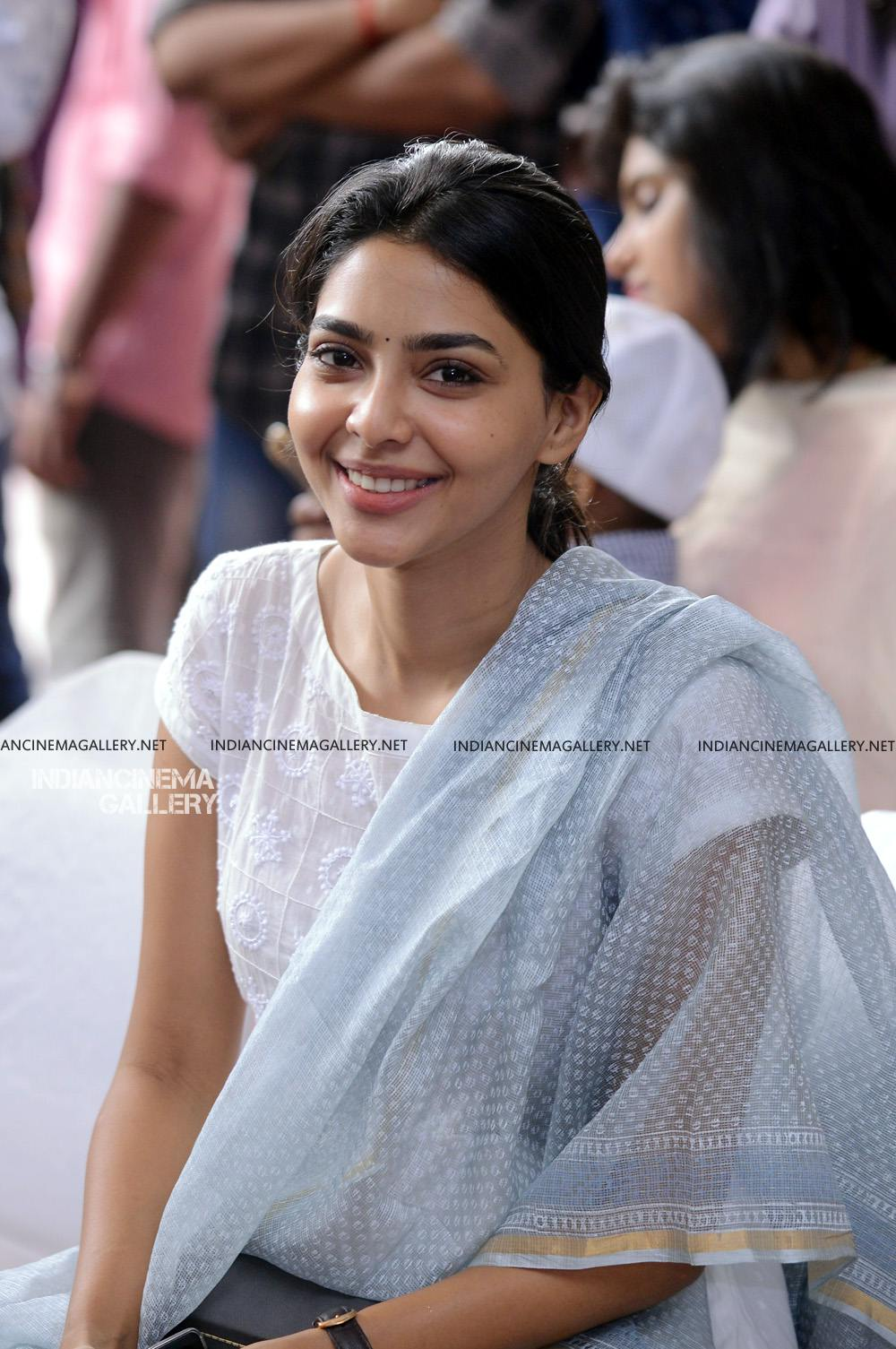 Aishwarya Lekshmi at Brothers Day movie pooja (7)