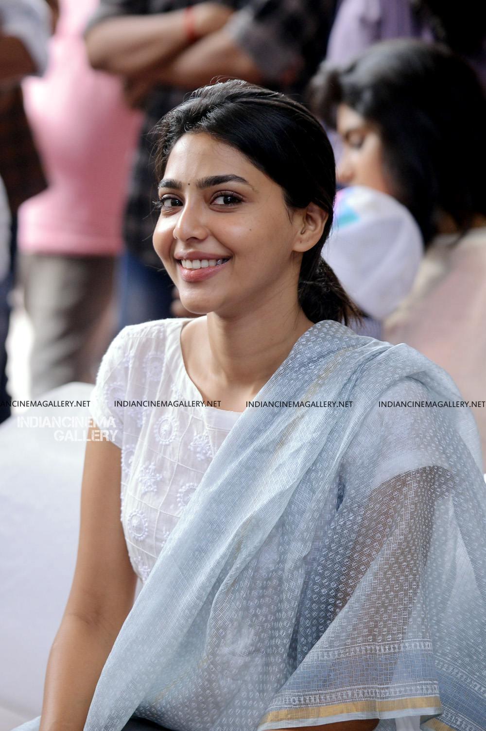 Aishwarya Lekshmi at Brothers Day movie pooja (8)