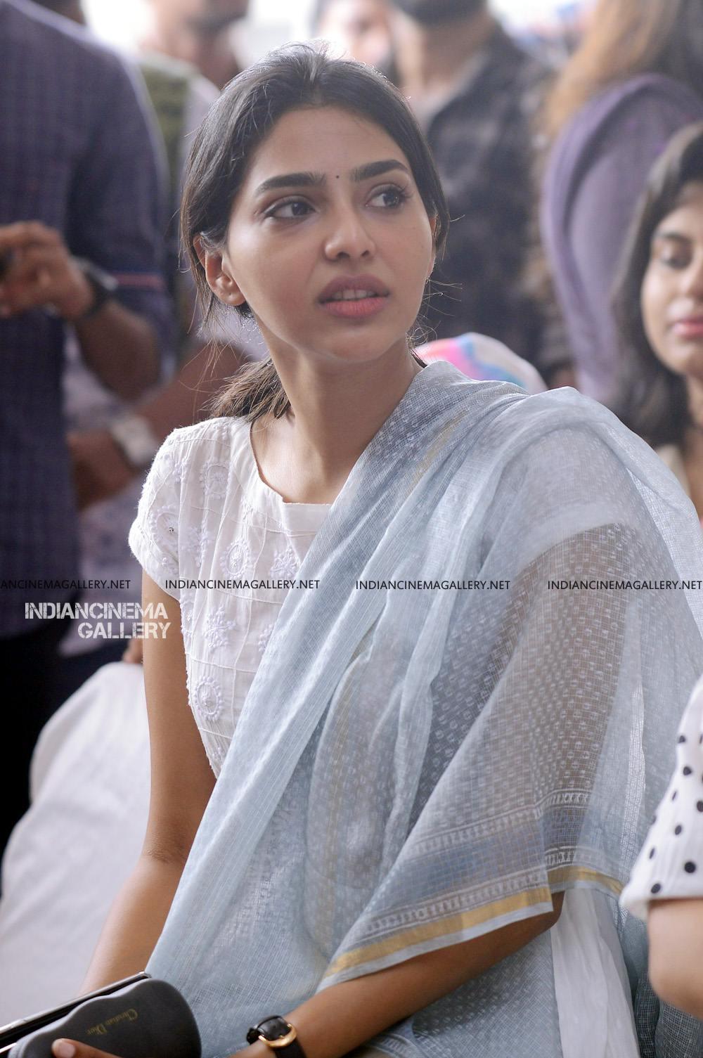 Aishwarya Lekshmi at Brothers Day movie pooja (9)