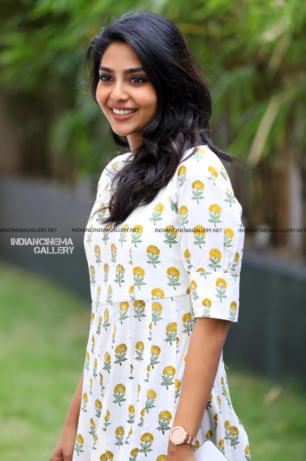 Aishwarya Lekshmi photo in white dress april 2019 (4)