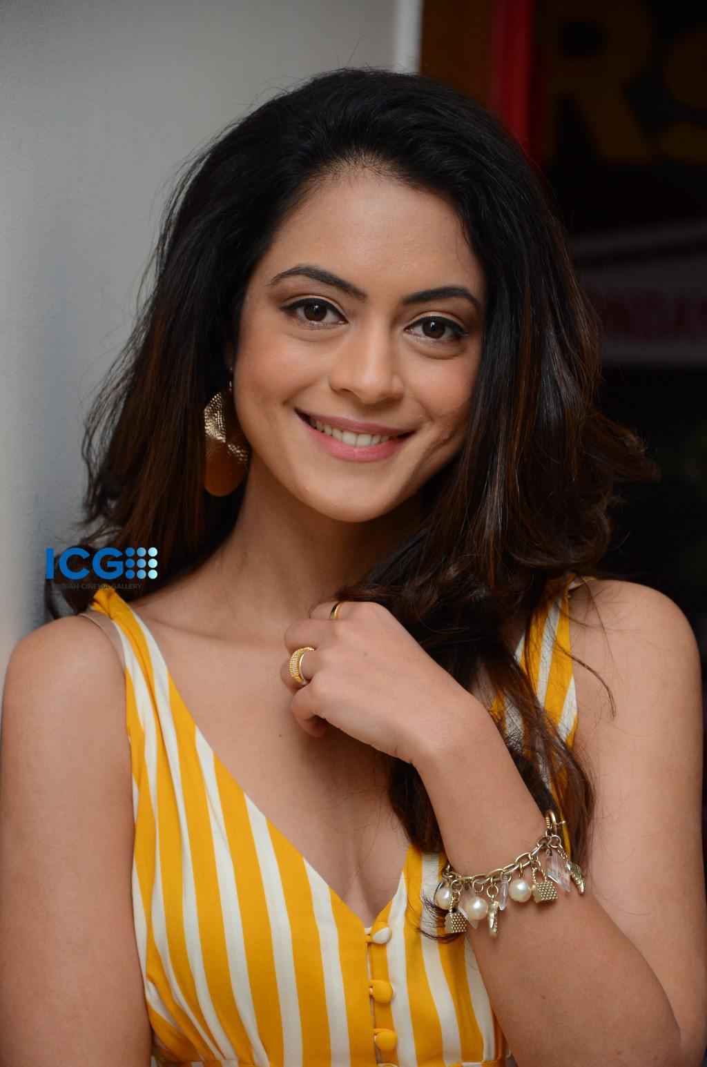 Anya Singh in yellow dress (10)