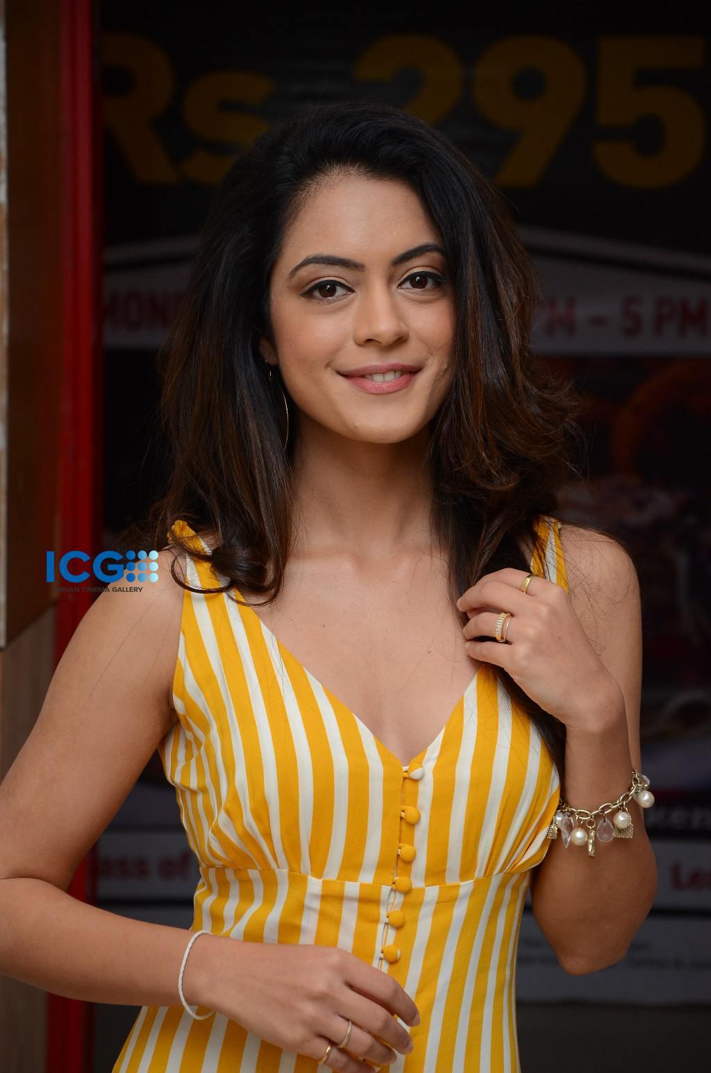 Anya Singh in yellow dress (15)