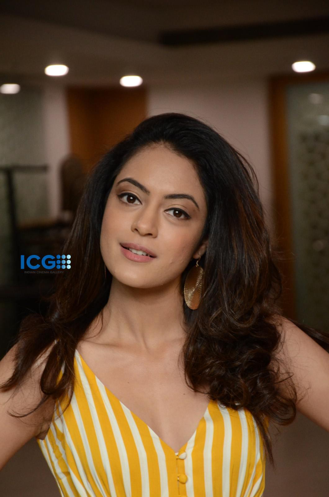 Anya Singh in yellow dress (21)