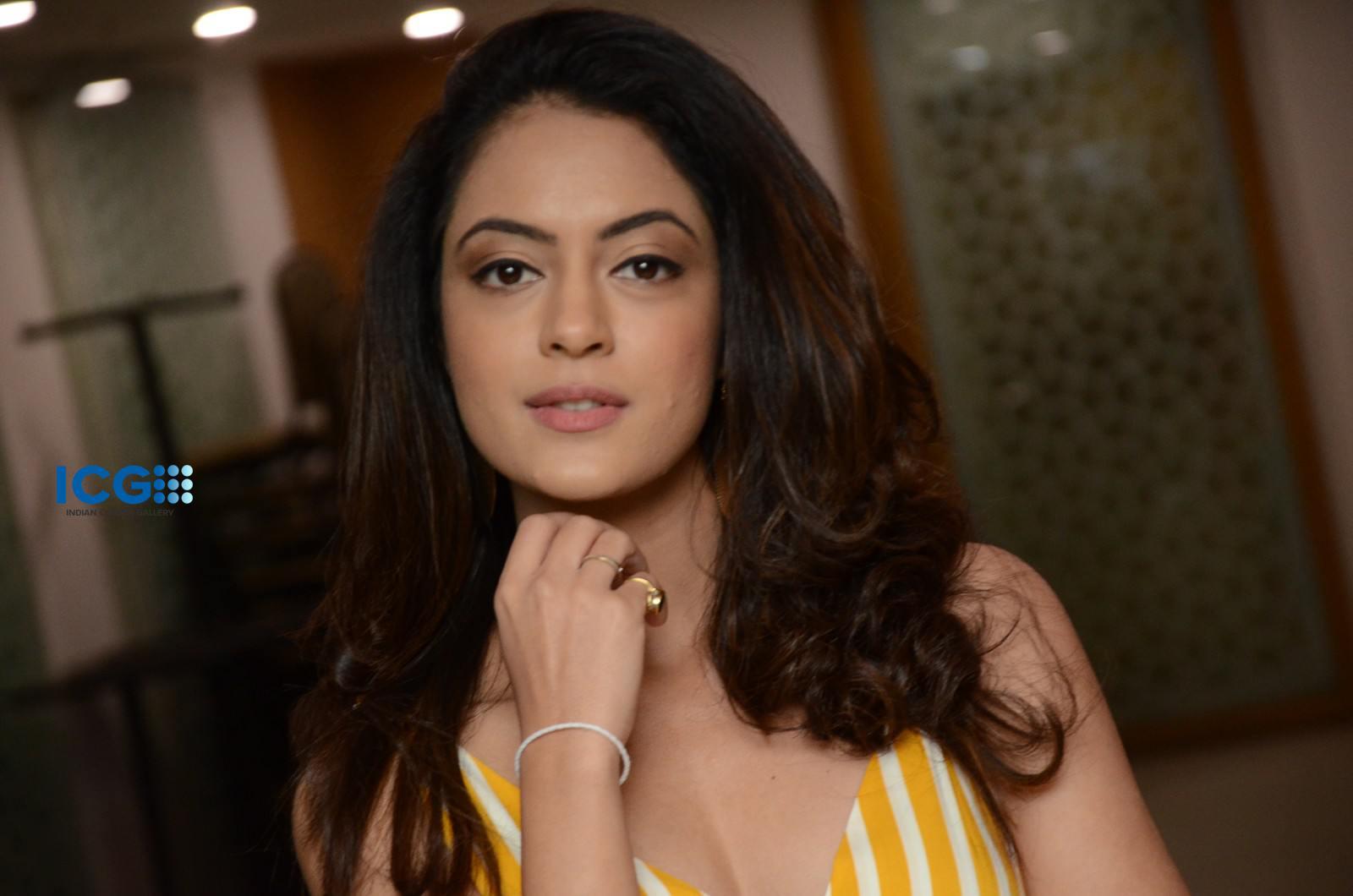 Anya Singh in yellow dress (23)