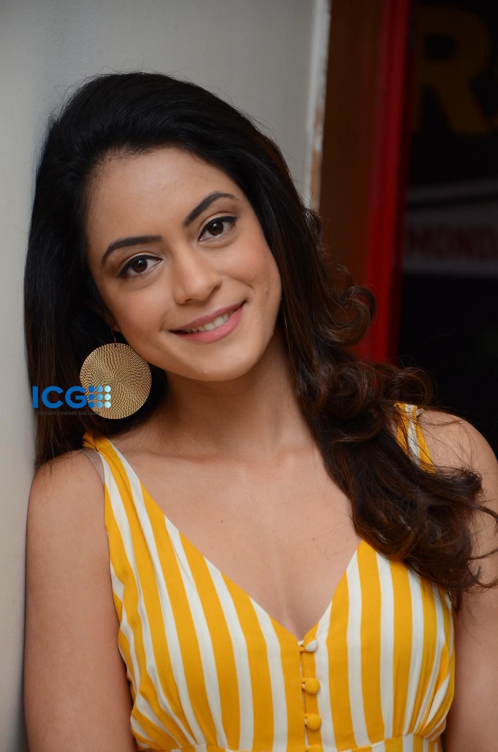 Anya Singh in yellow dress (7)