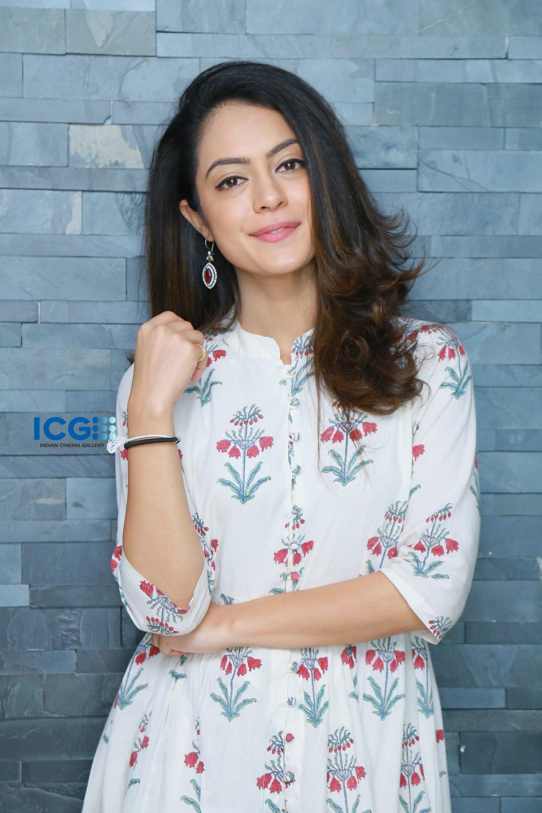 Anya Singh stills during interview (3)