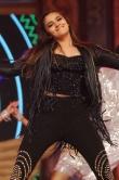 aalia-bhatt-dancing-at-umang-2015-137468