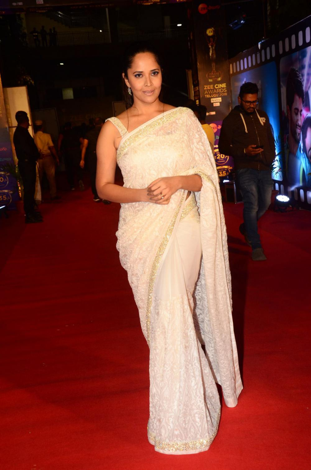 Anasuya Bharadwaj at Zee Awards 2019 (1)