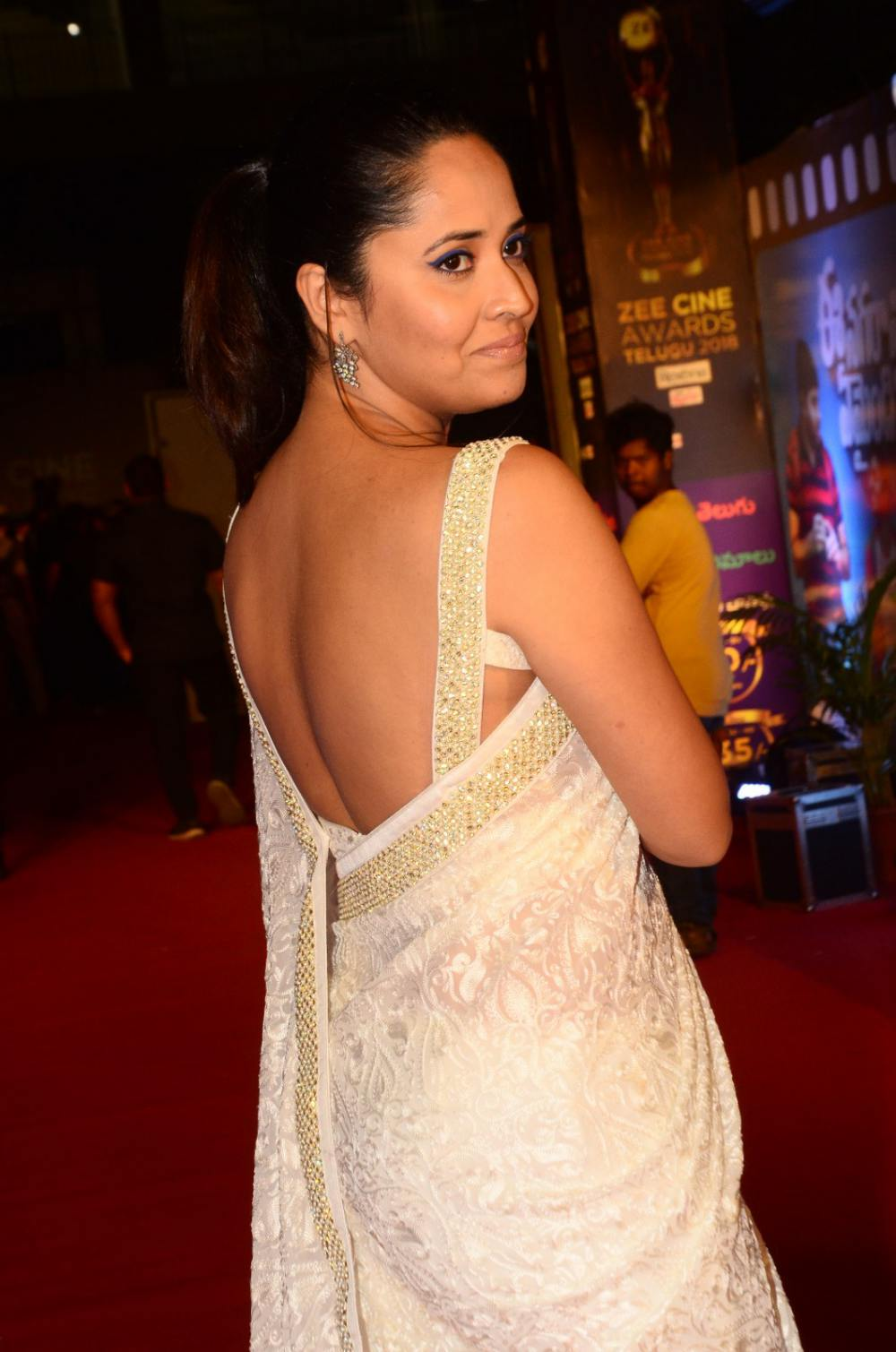Anasuya Bharadwaj at Zee Awards 2019 (4)