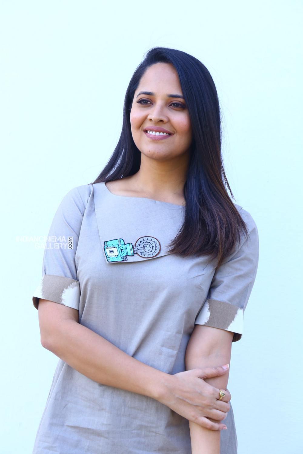 Anasuya Bharadwaj at kadhnam movie press meet (7)