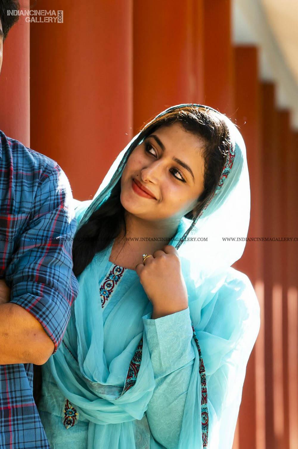 ANu Sithara in neeyum njanum movie (10)