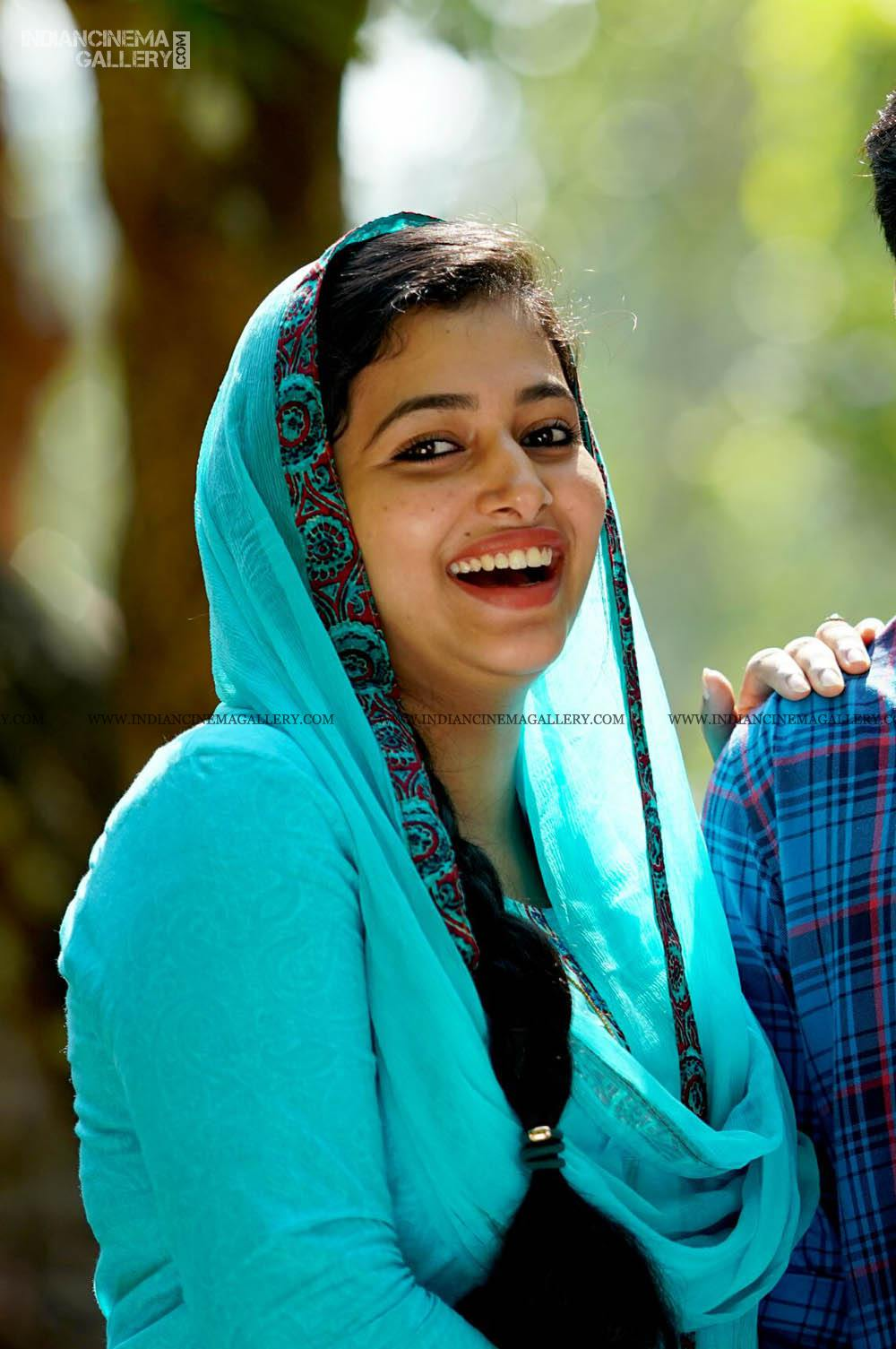 ANu Sithara in neeyum njanum movie (4)