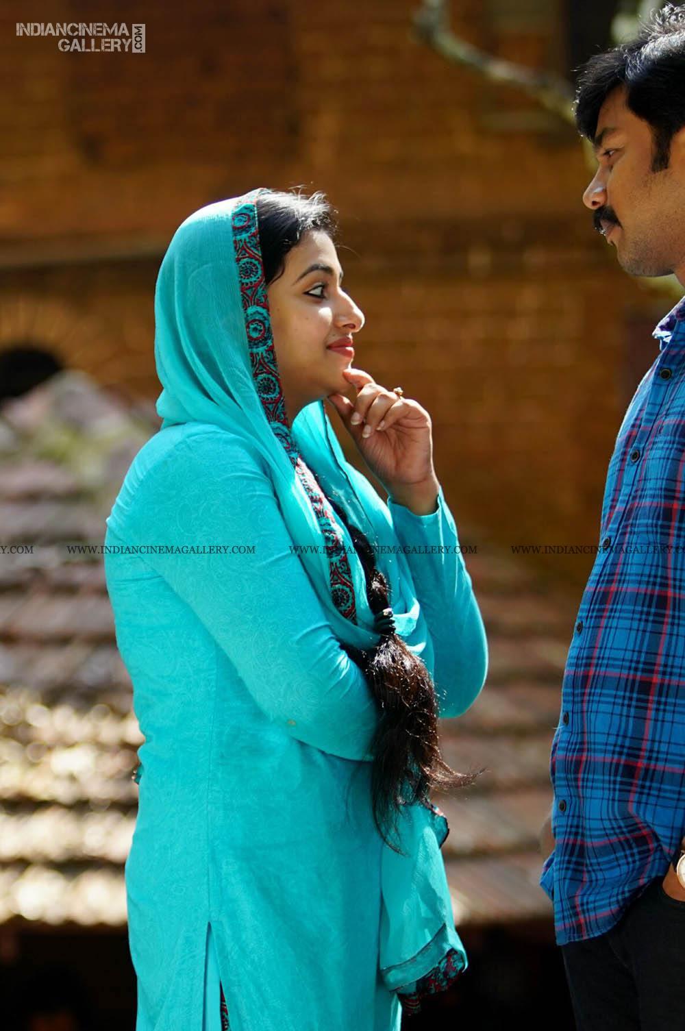 ANu Sithara in neeyum njanum movie (5)