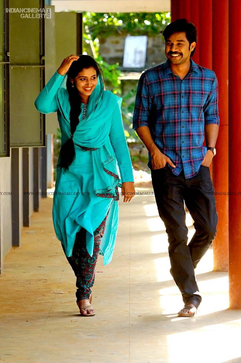 ANu Sithara in neeyum njanum movie (9)