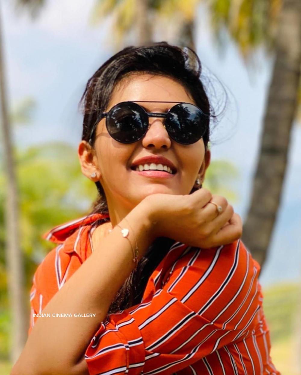 Athulya Ravi Instagram Photos (13)