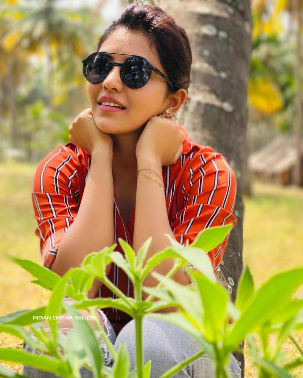 Athulya Ravi Instagram Photos (14)