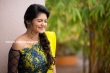 Athulya Ravi stills in Yellow dress (3)
