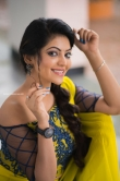 Athulya Ravi stills in Yellow dress (7)