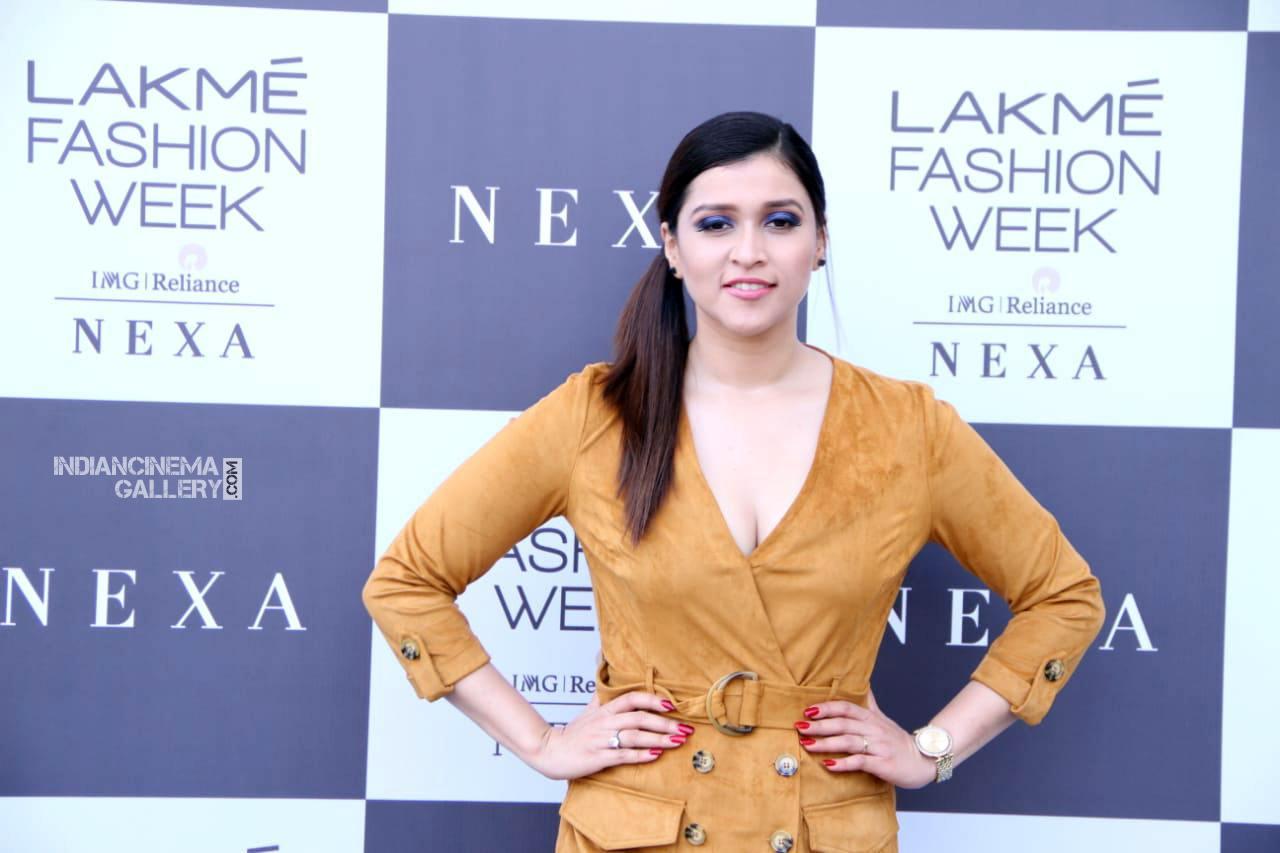 Mannara chopra at lakme fashion week (8)