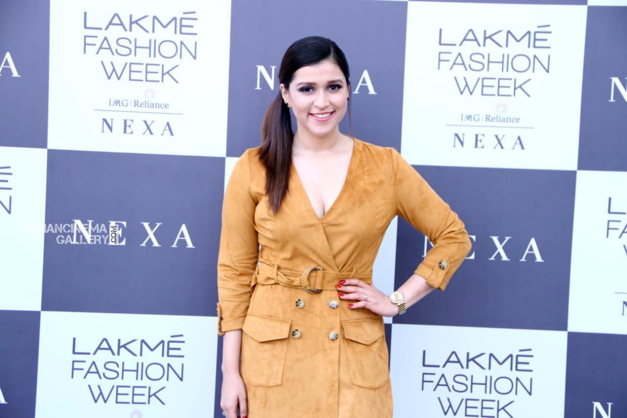 Mannara chopra at lakme fashion week (9)