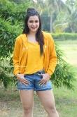 Mannara Chopra at Hi 5 Movie Shooting Coverage Press Meet (11)