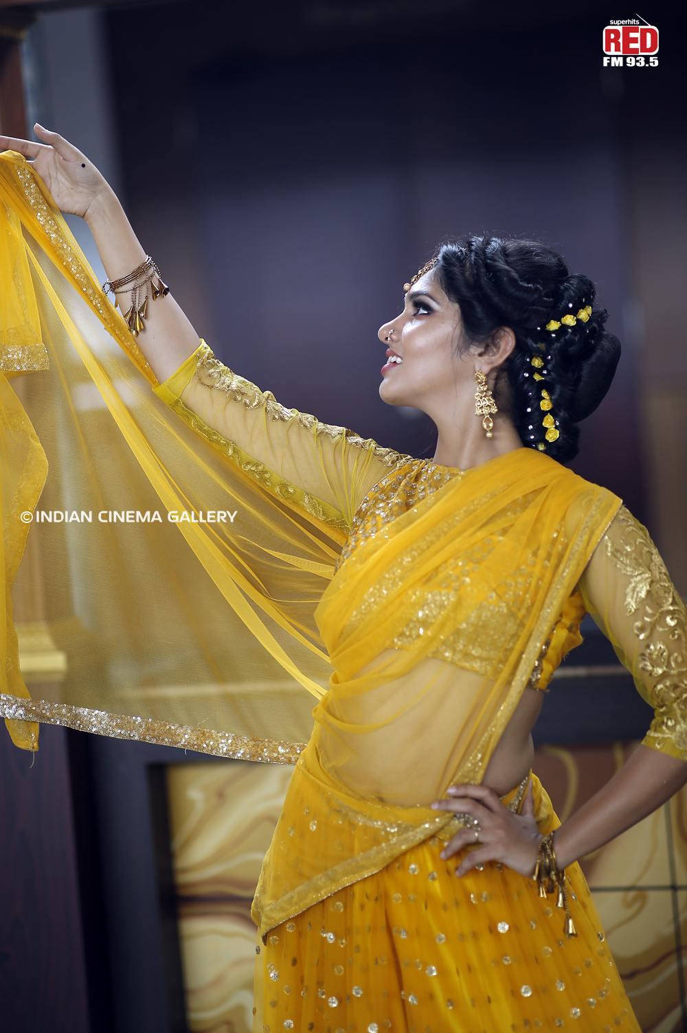 Gayathri Suresh dance at red fm music awards 2019 (16)
