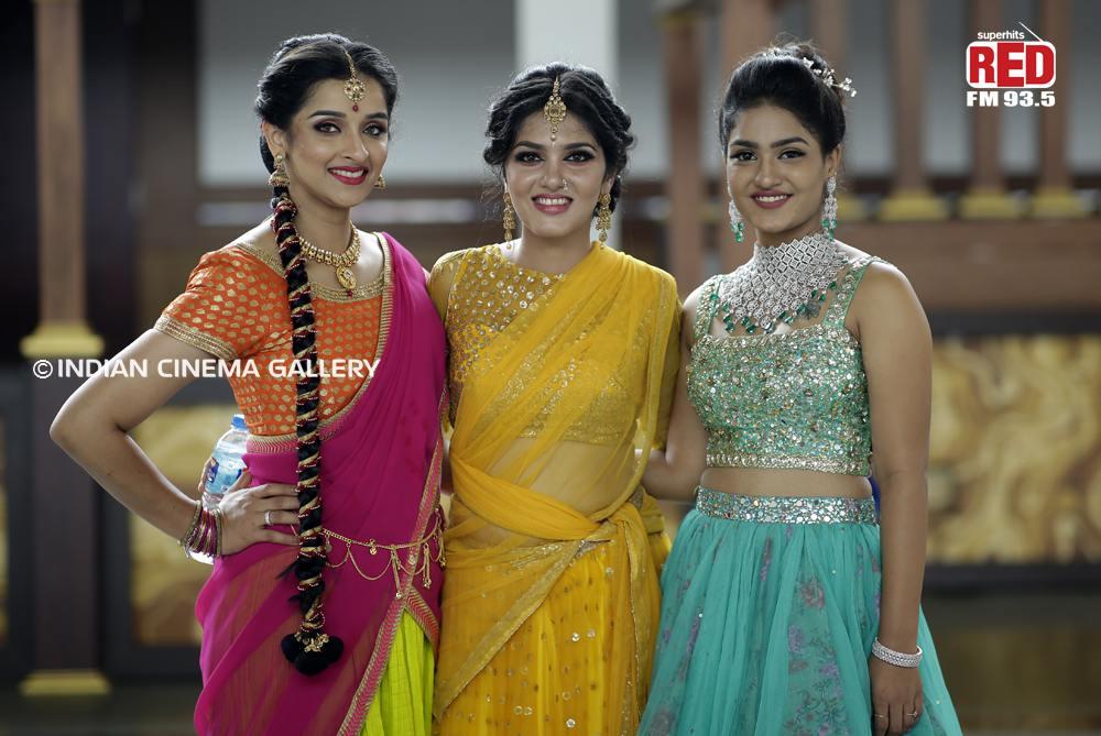 Gayathri Suresh dance at red fm music awards 2019 (33)