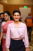 Honey Rose atThe grant father audio launch (4)