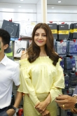 kajal agarwal at happi mobiles 57th store opening (3)