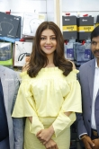 kajal agarwal at happi mobiles 57th store opening (5)