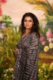 Kajol at sonam kapoor wedding reception (1)