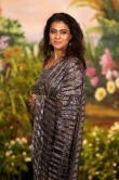 Kajol at sonam kapoor wedding reception (3)