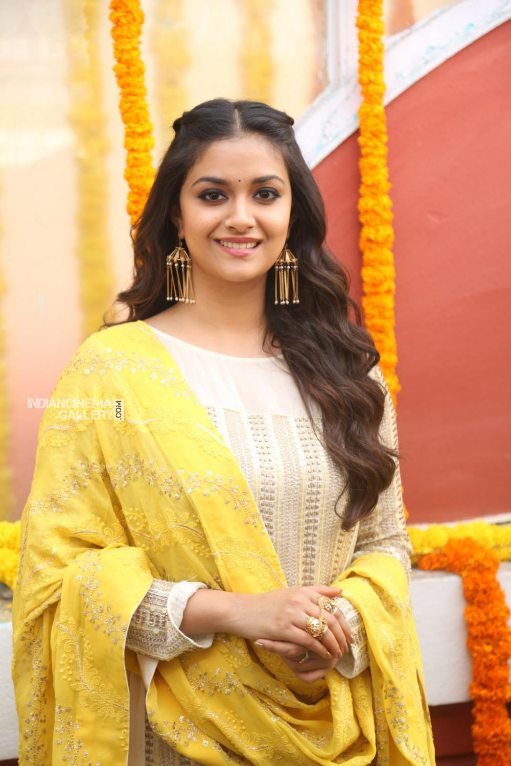 Keerthy suresh at her new movie opening (10)