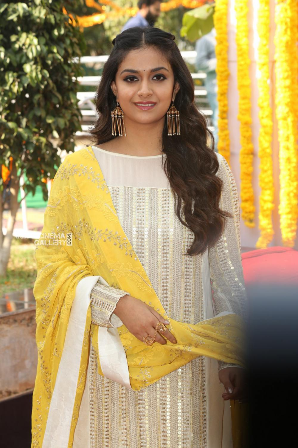 Keerthy suresh at her new movie opening (3)