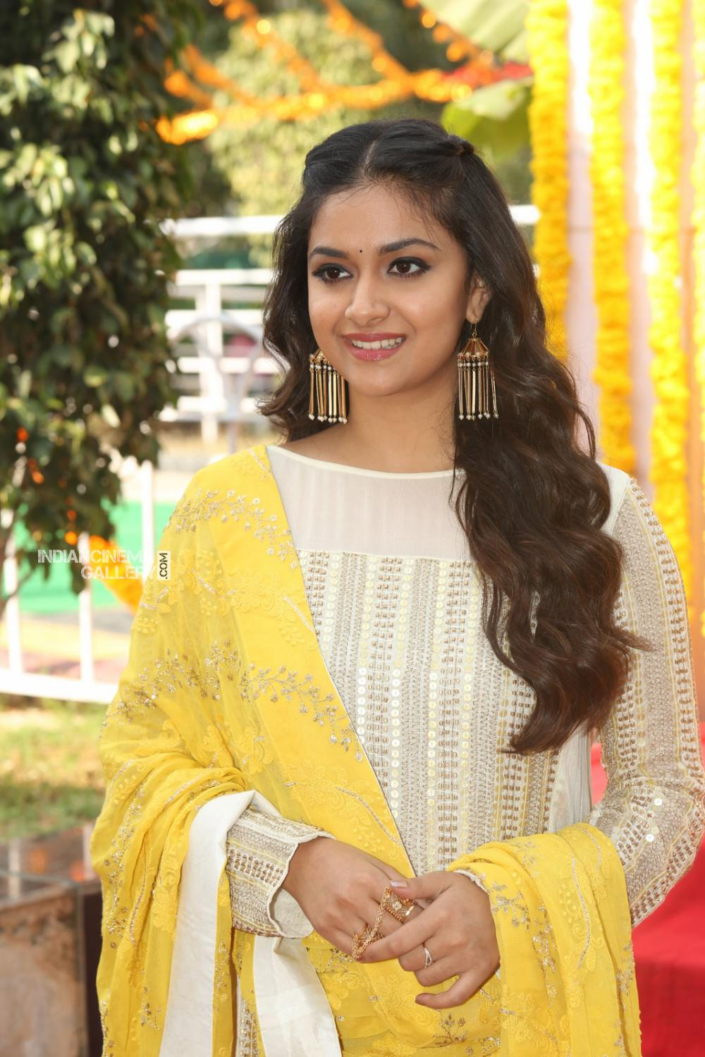 Keerthy suresh at her new movie opening (4)
