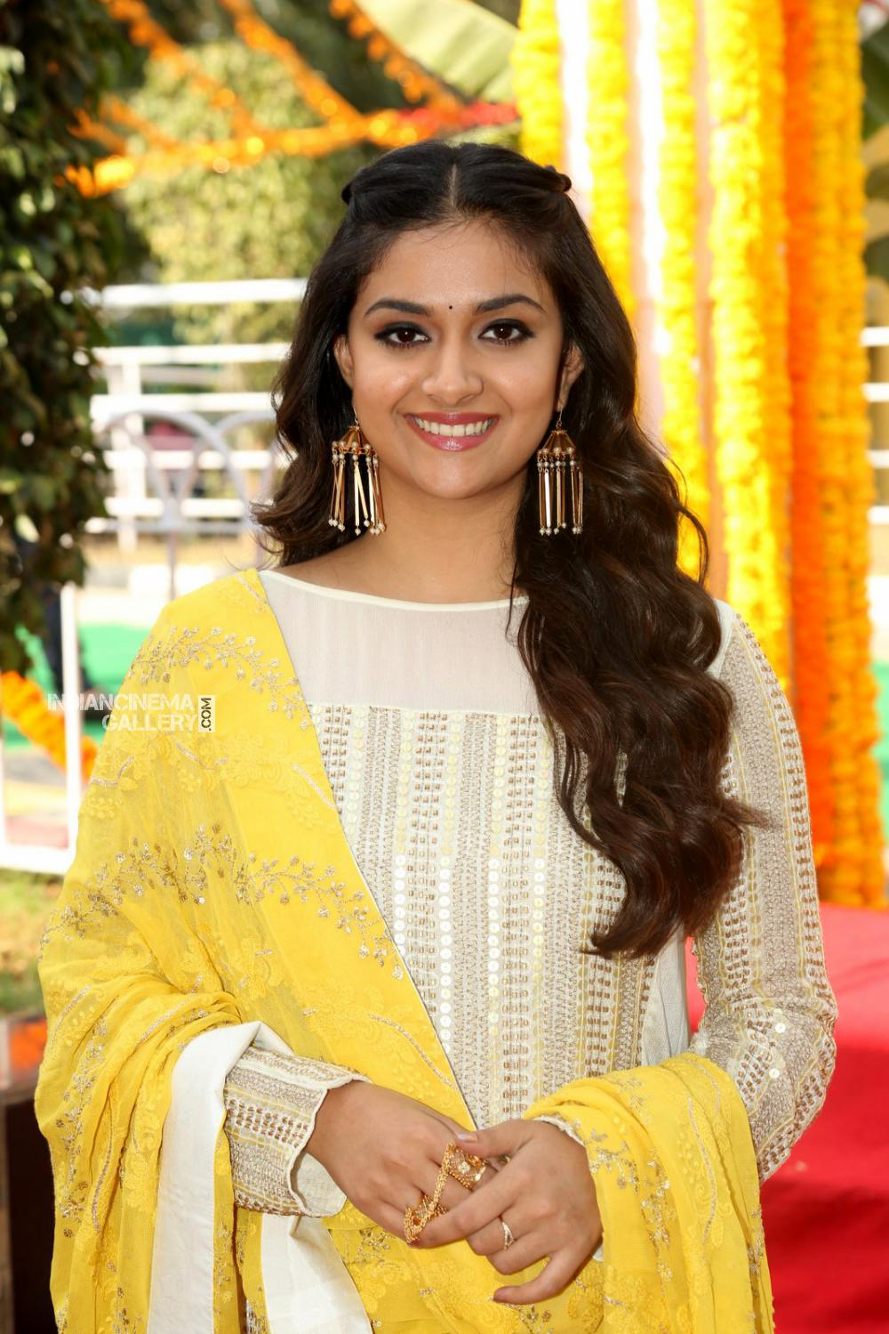 Keerthy suresh at her new movie opening (5)