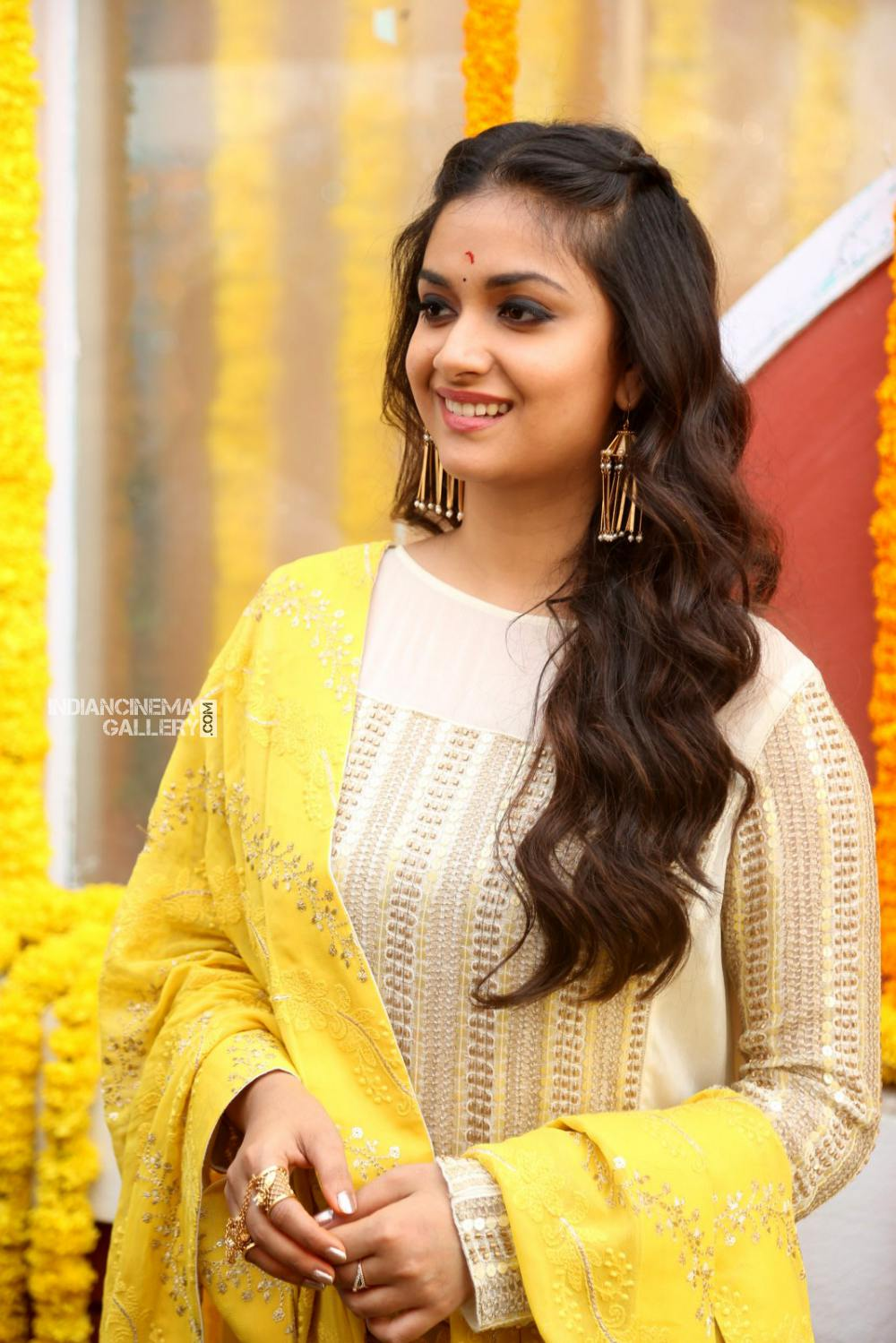 Keerthy suresh at her new movie opening (7)