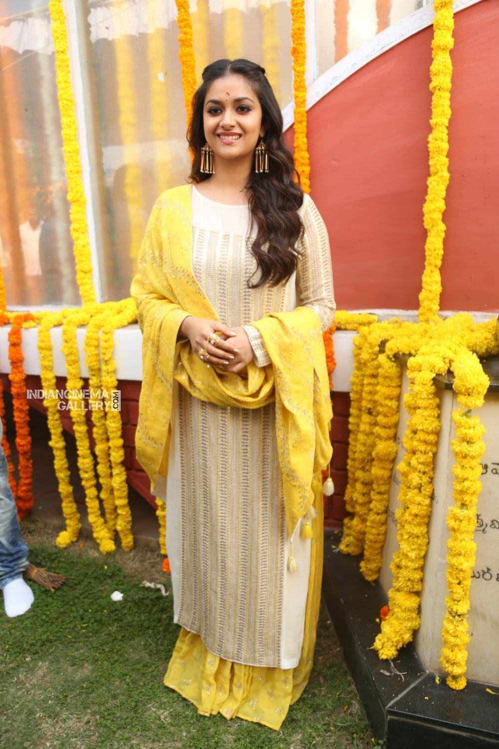 Keerthy suresh at her new movie opening (8)