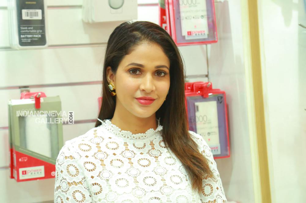 lavanya tripathi at happi mobile store launch (8)