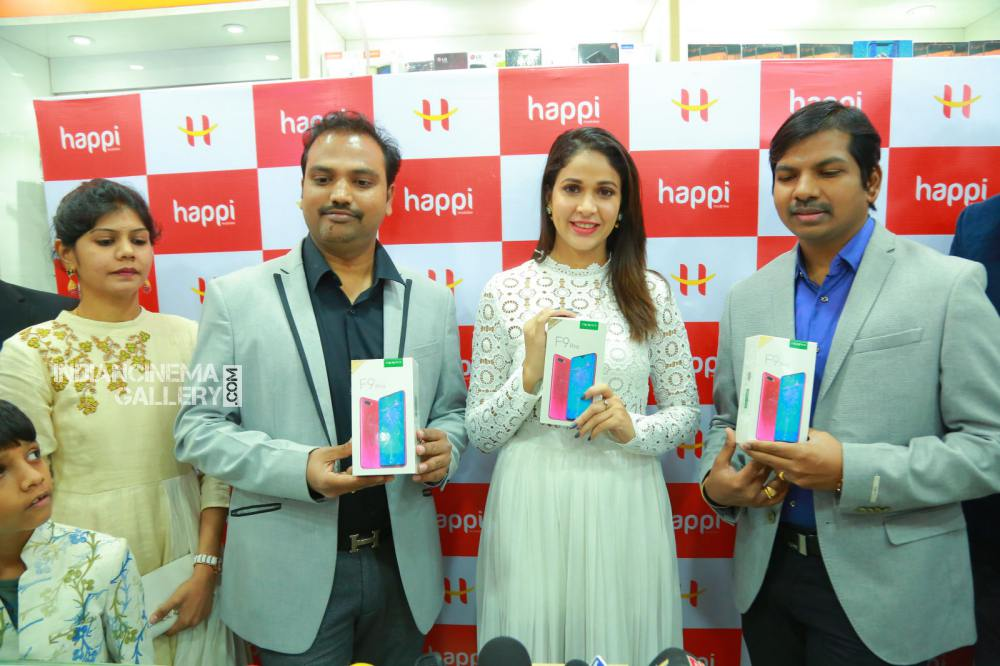 lavanya tripathi at happi mobile store launch (9)