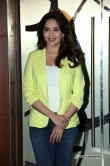 madhuri-dixit-at-dedh-ishqiya-movie-promotion-44031