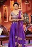 madhuri-dixit-on-the-sets-of-comedy-nights-16777