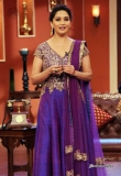 madhuri-dixit-on-the-sets-of-comedy-nights-25269