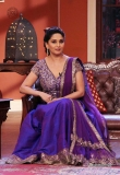 madhuri-dixit-on-the-sets-of-comedy-nights-3736