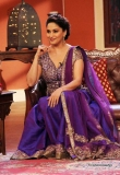 madhuri-dixit-on-the-sets-of-comedy-nights-52510