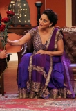 madhuri-dixit-on-the-sets-of-comedy-nights-7843